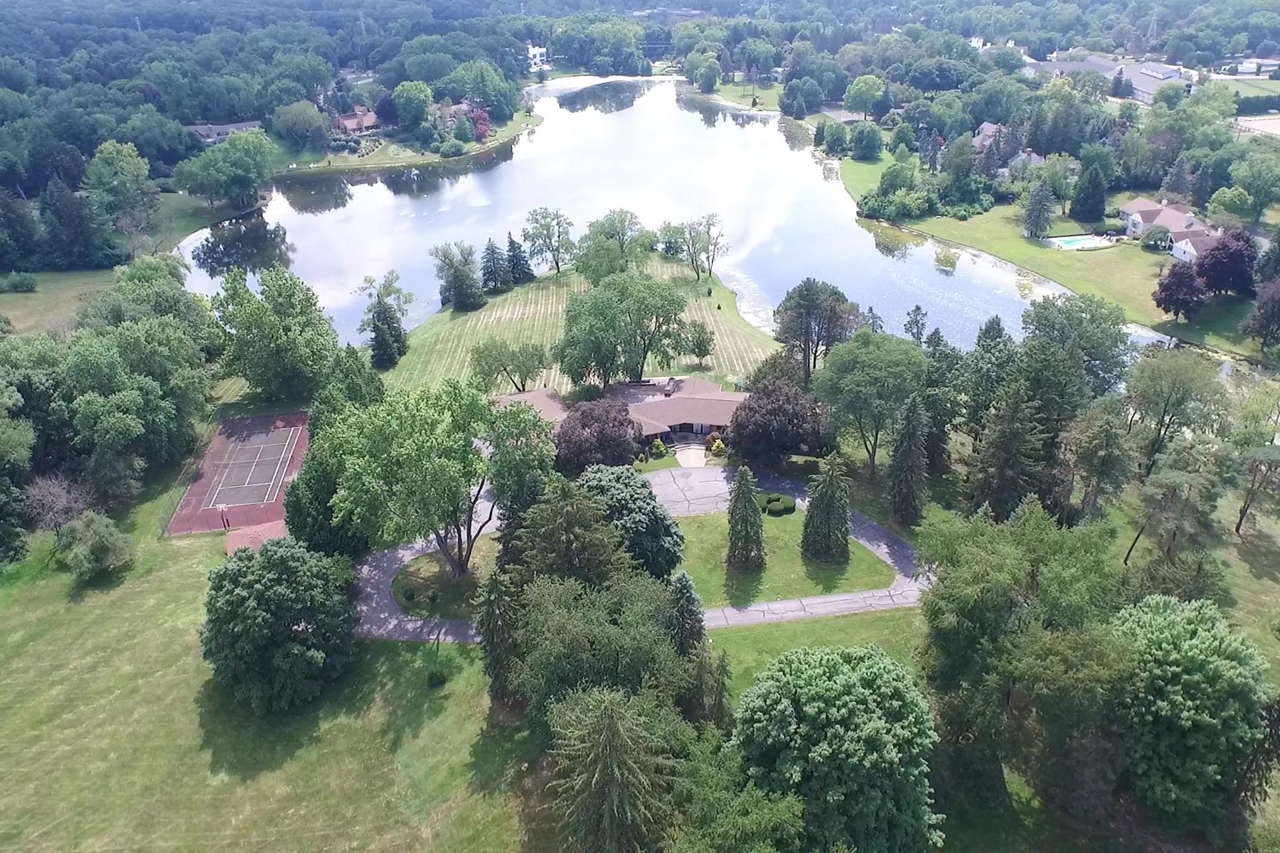 Maison unifamiliale pour l Vente à Bloomfield 580 E Long Lake Road Bloomfield Hills, Michigan, 48304 États-Unis