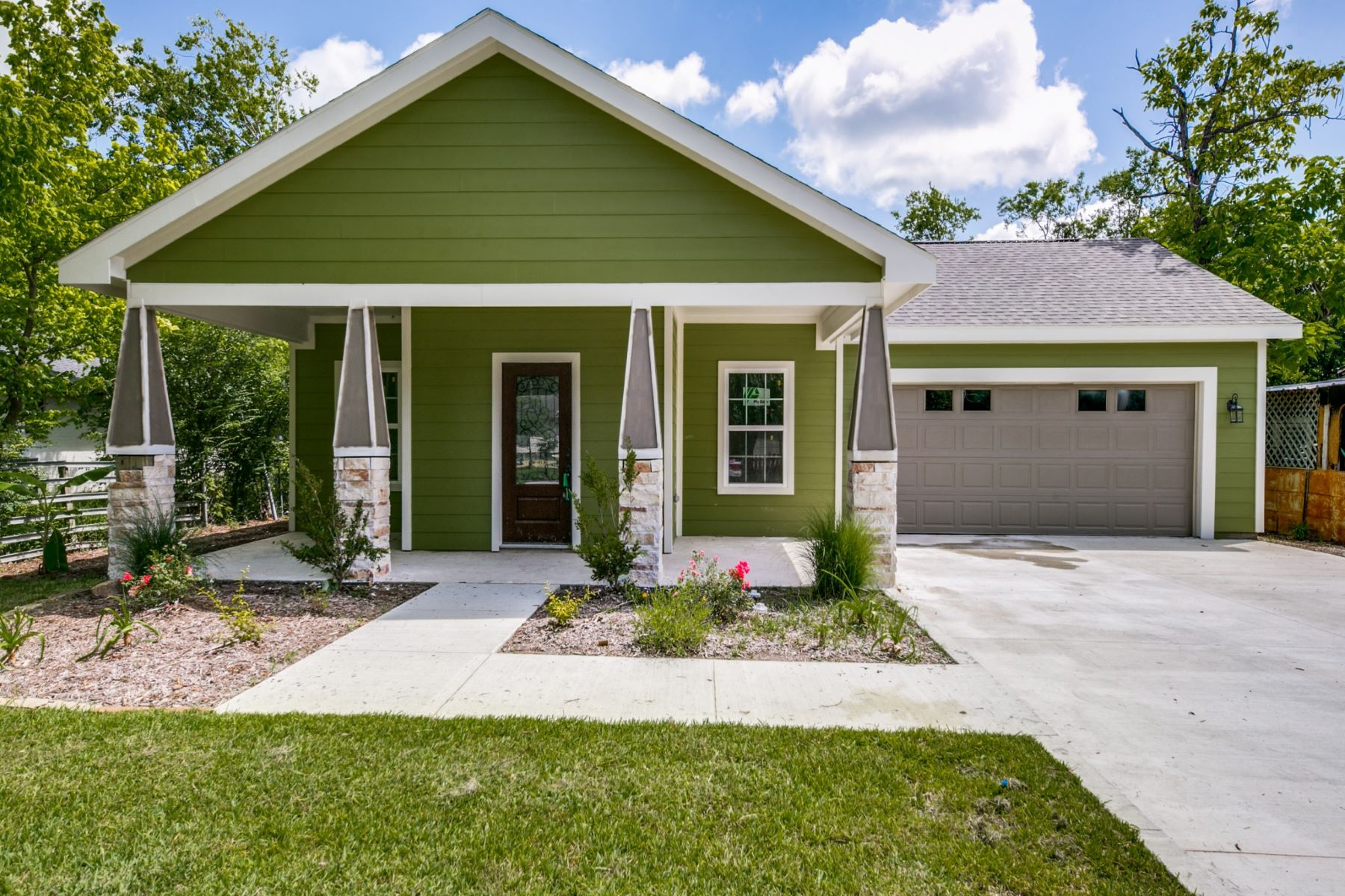 Single Family Homes for Active at Terrell New Construction 305 Laroe Street Terrell, Texas 75160 United States