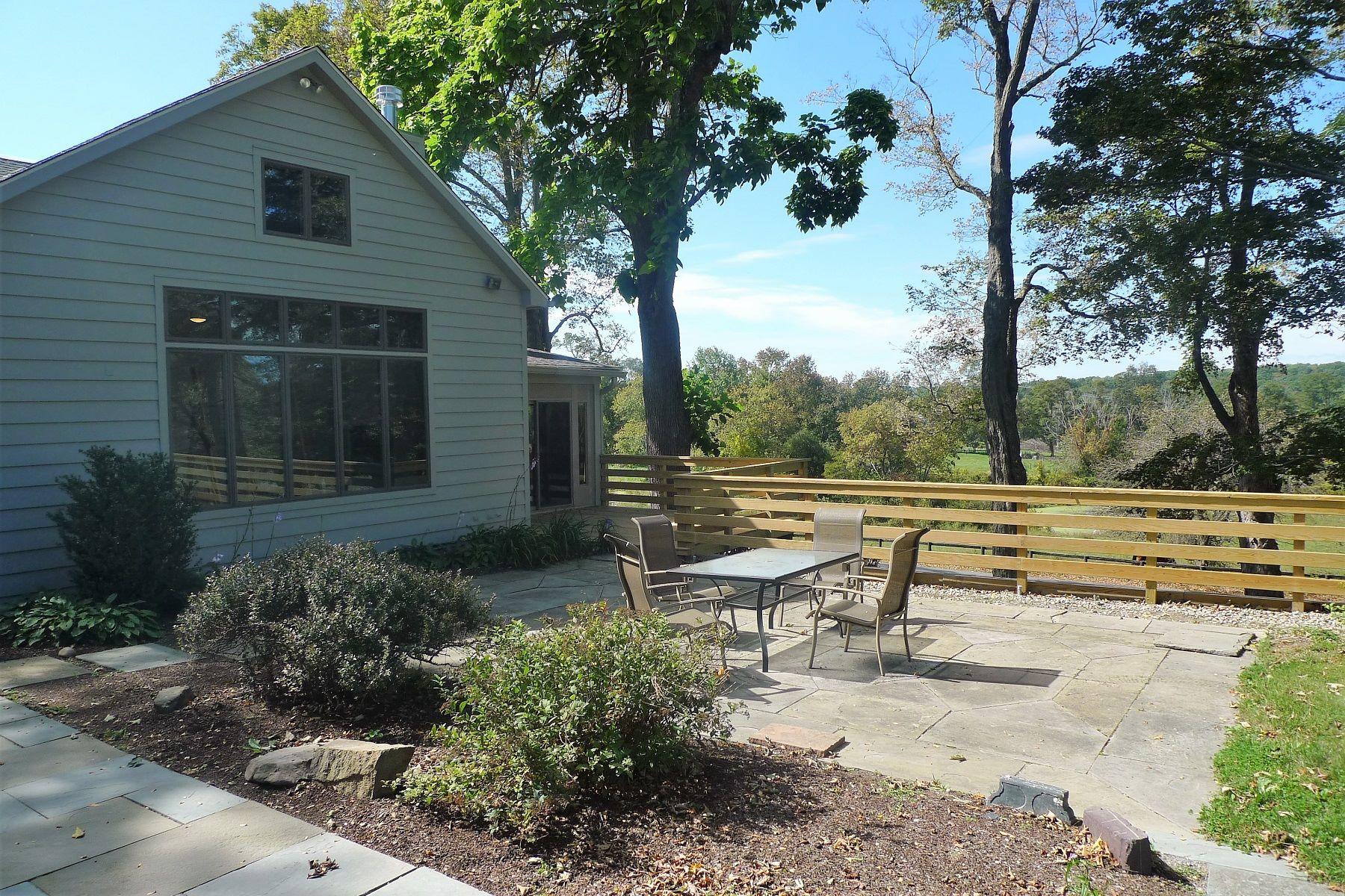 Частный односемейный дом для того Продажа на Browning Road Farmhouse 11 Browning Road Hyde Park, Нью-Йорк 12538 Соединенные Штаты