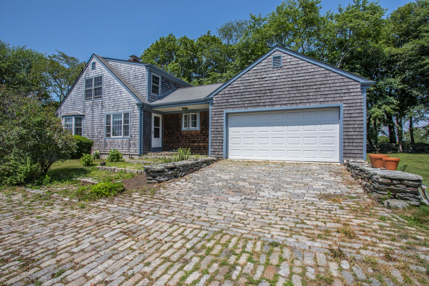 Additional photo for property listing at South Tiverton Mid-Century Cape 4220 Main Road Tiverton, Rhode Island 02878 United States