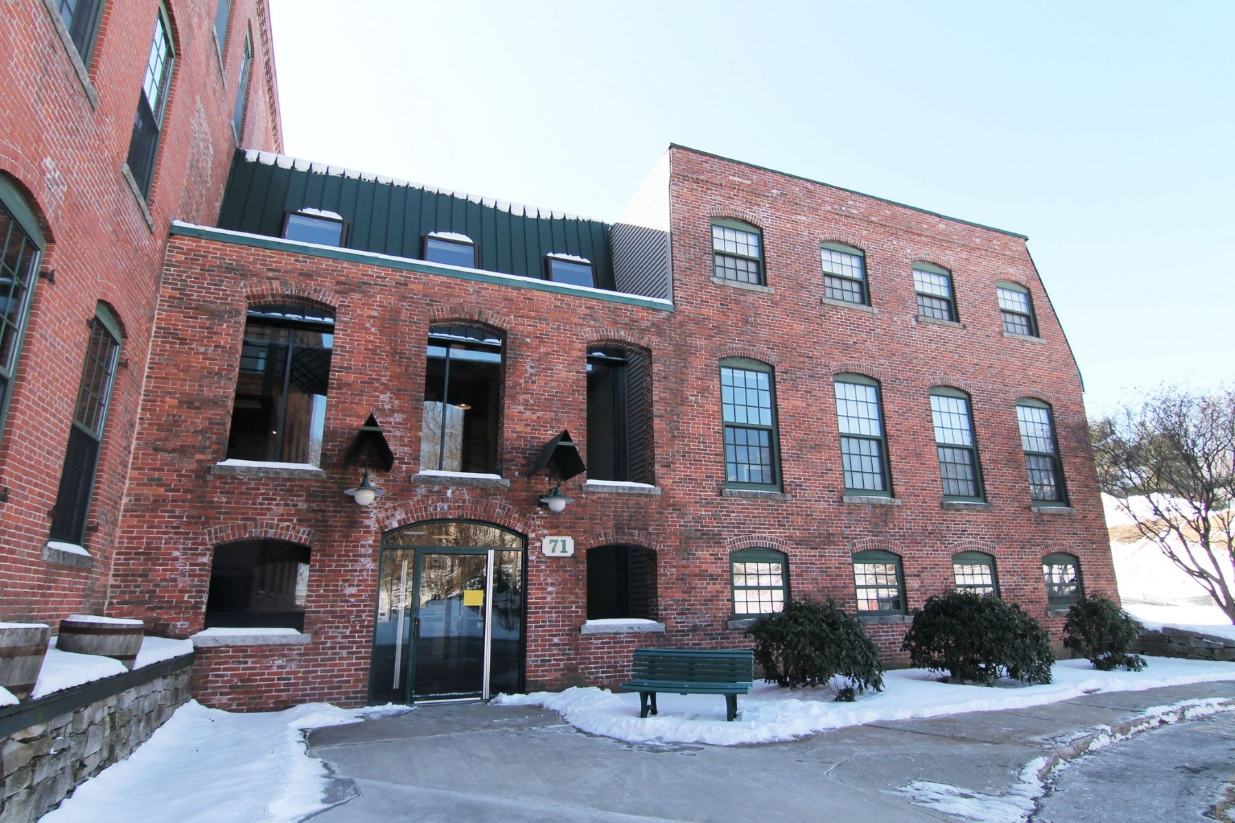 Condominiums por un Venta en 71 Princeton Street 114 Chelmsford, Massachusetts 01863 Estados Unidos