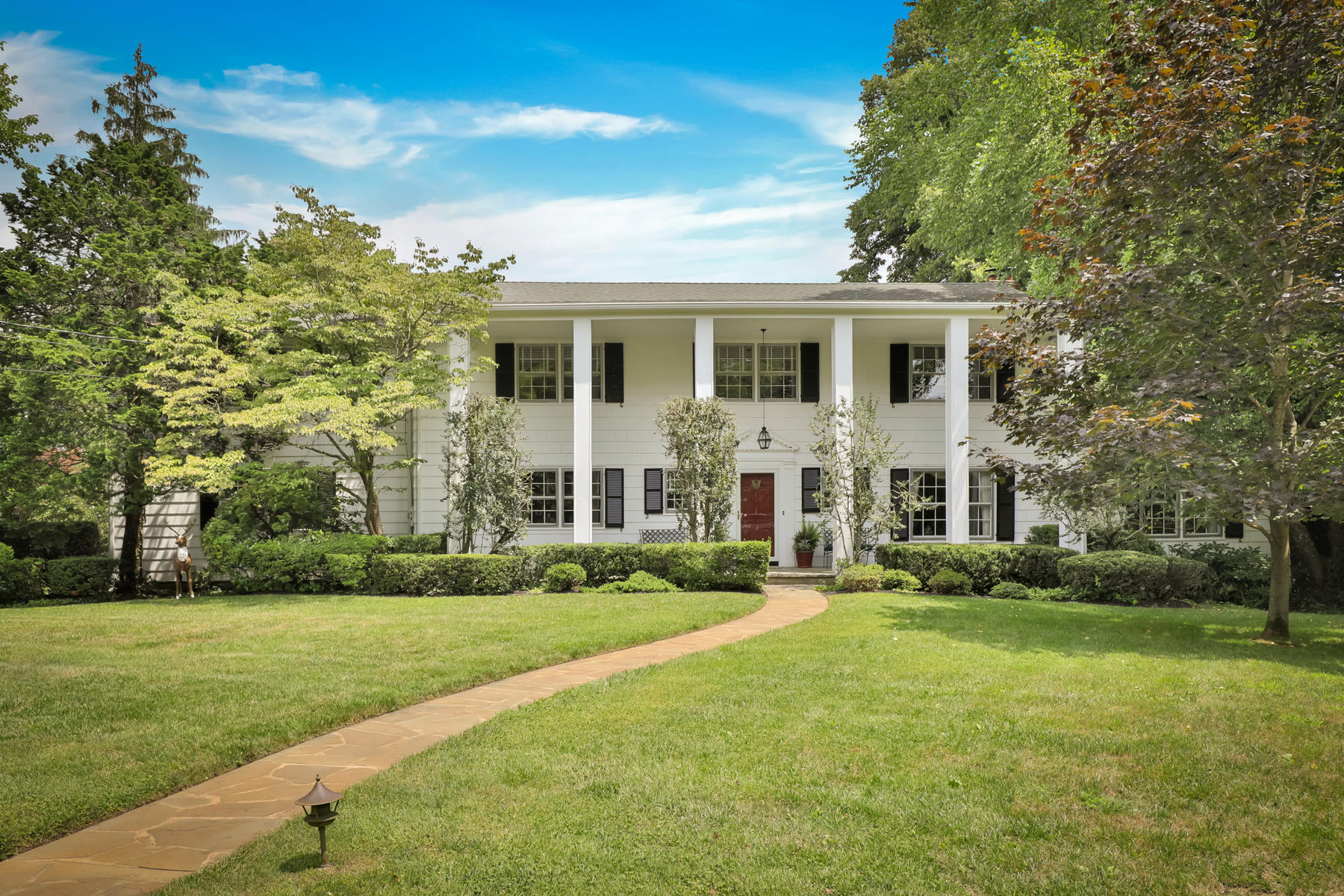 Single Family Homes for Sale at Gracious Southern Colonial 17 Kemp Avenue Rumson, New Jersey 07760 United States