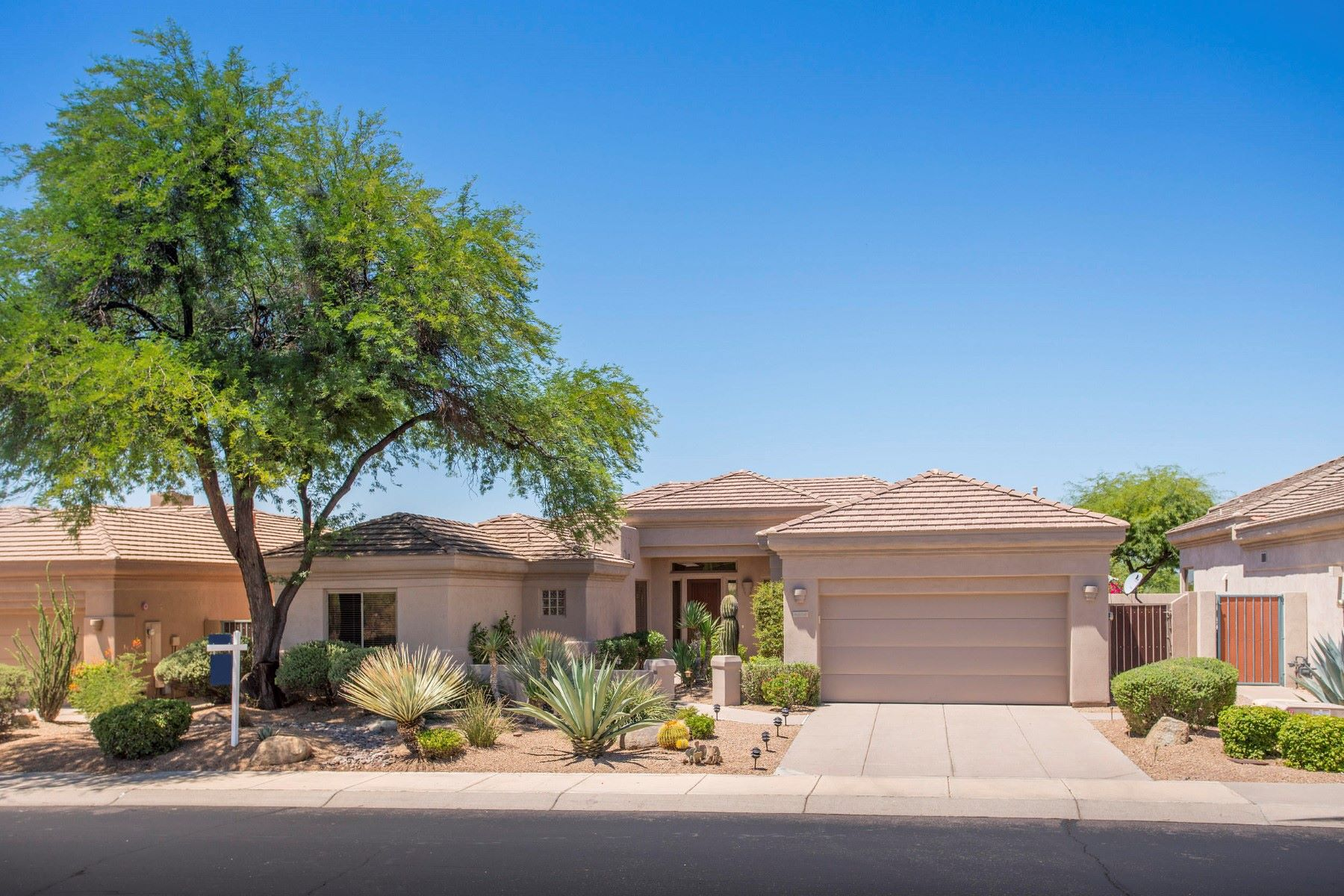 Casa Unifamiliar por un Venta en Gorgeous single story Scottsdale home 34016 N 60th Pl Scottsdale, Arizona, 85266 Estados Unidos
