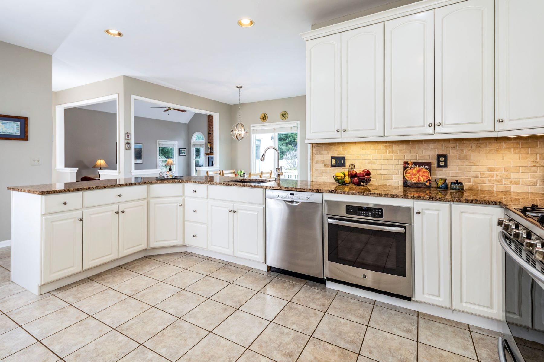 Additional photo for property listing at The Pride Of The Paddocks In Country Classics 6 Trotter Court, Hillsborough, New Jersey 08844 United States