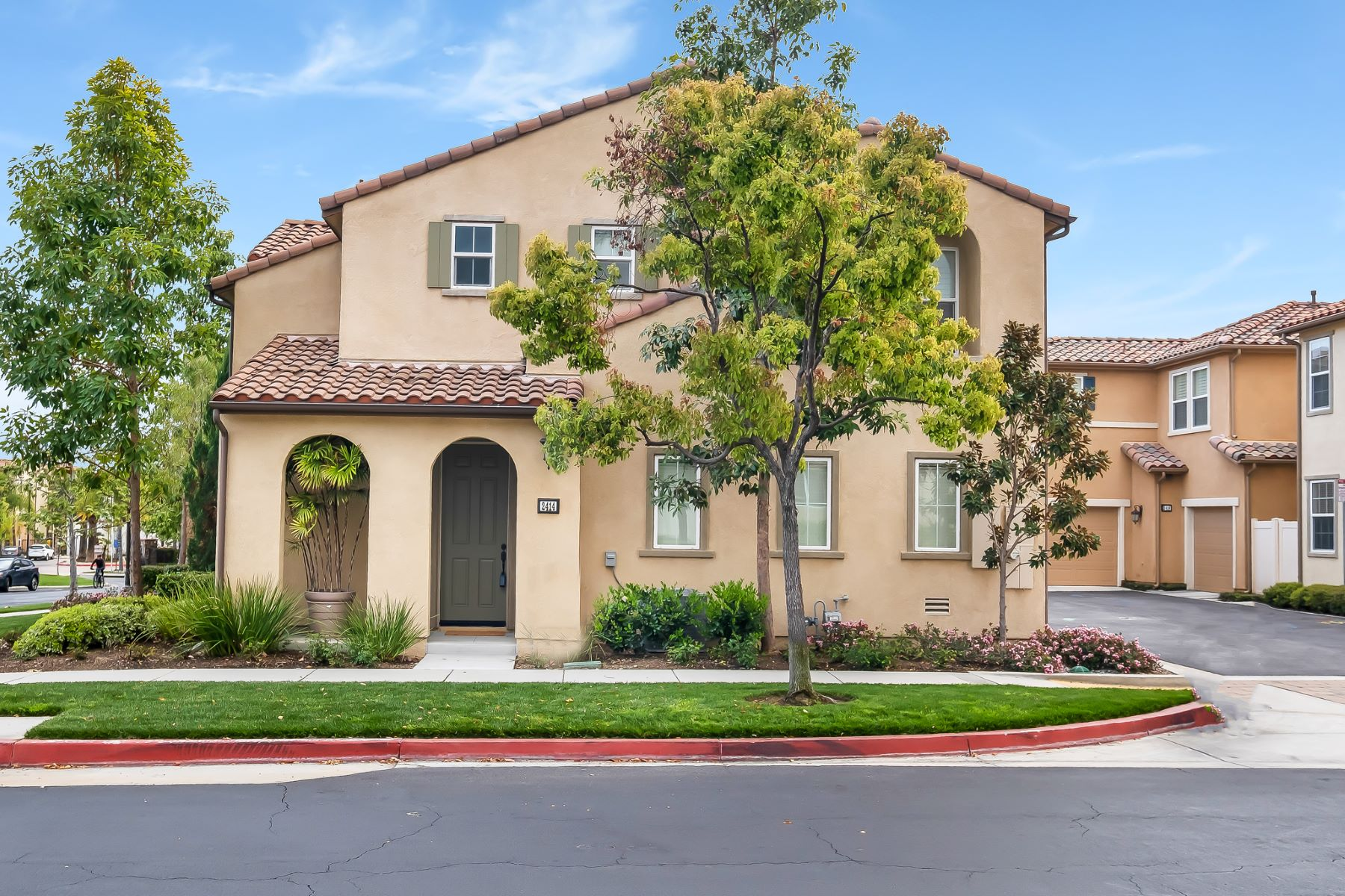 Single Family Homes para Venda às 2414 Trojan Way, Upland, California 91786 Upland, Califórnia 91786 Estados Unidos