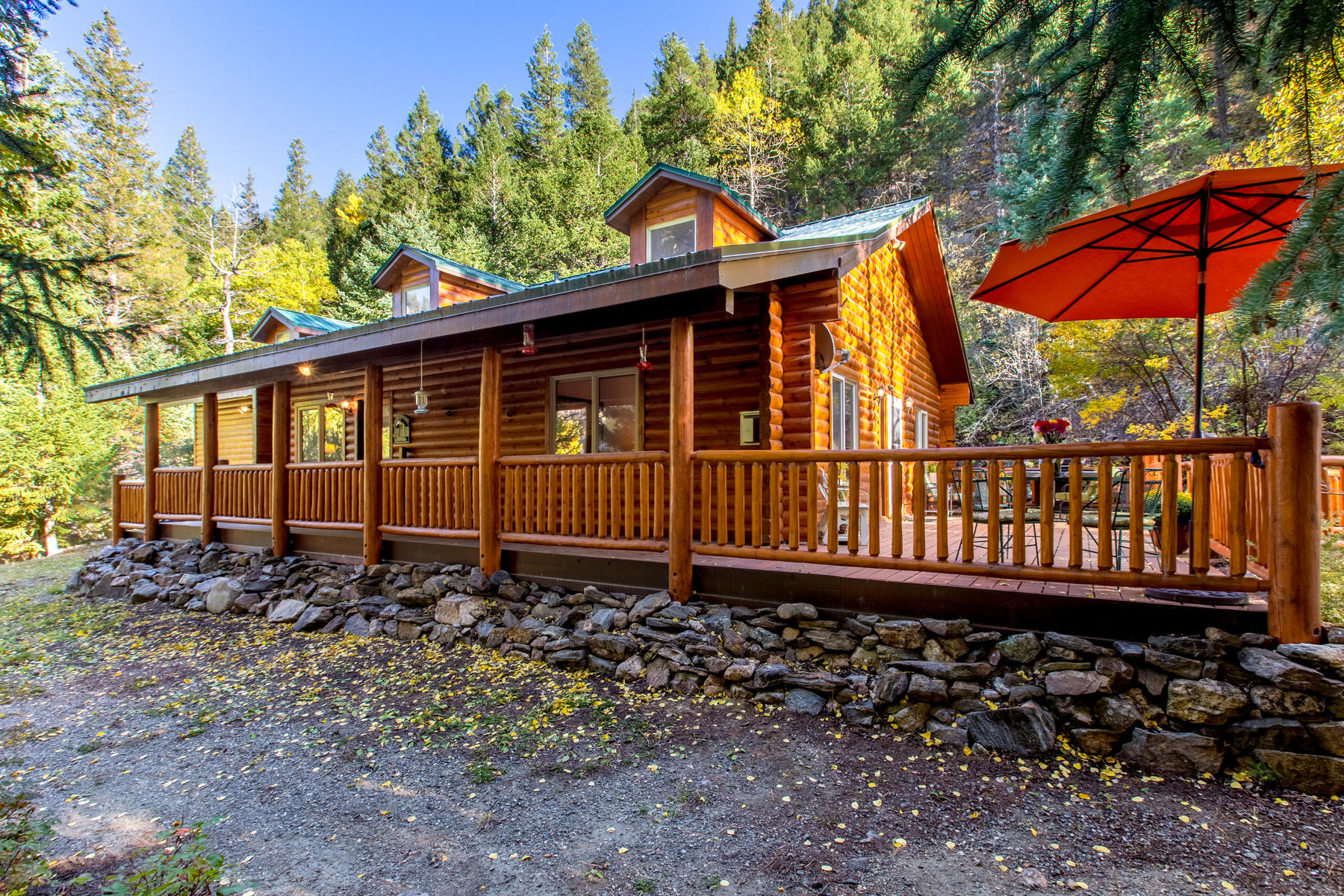 Single Family Homes 为 销售 在 Welcome to Your Log Cabin in the Mountains. 4751 Colorado 103 爱达荷, 科罗拉多州 80452 美国