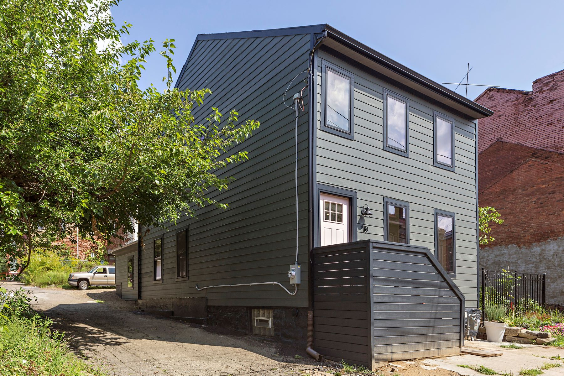 Additional photo for property listing at New Home in Historic Mexican War Streets Neighborhood 110 Sampsonia Way Pittsburgh, Pennsylvania 15212 United States