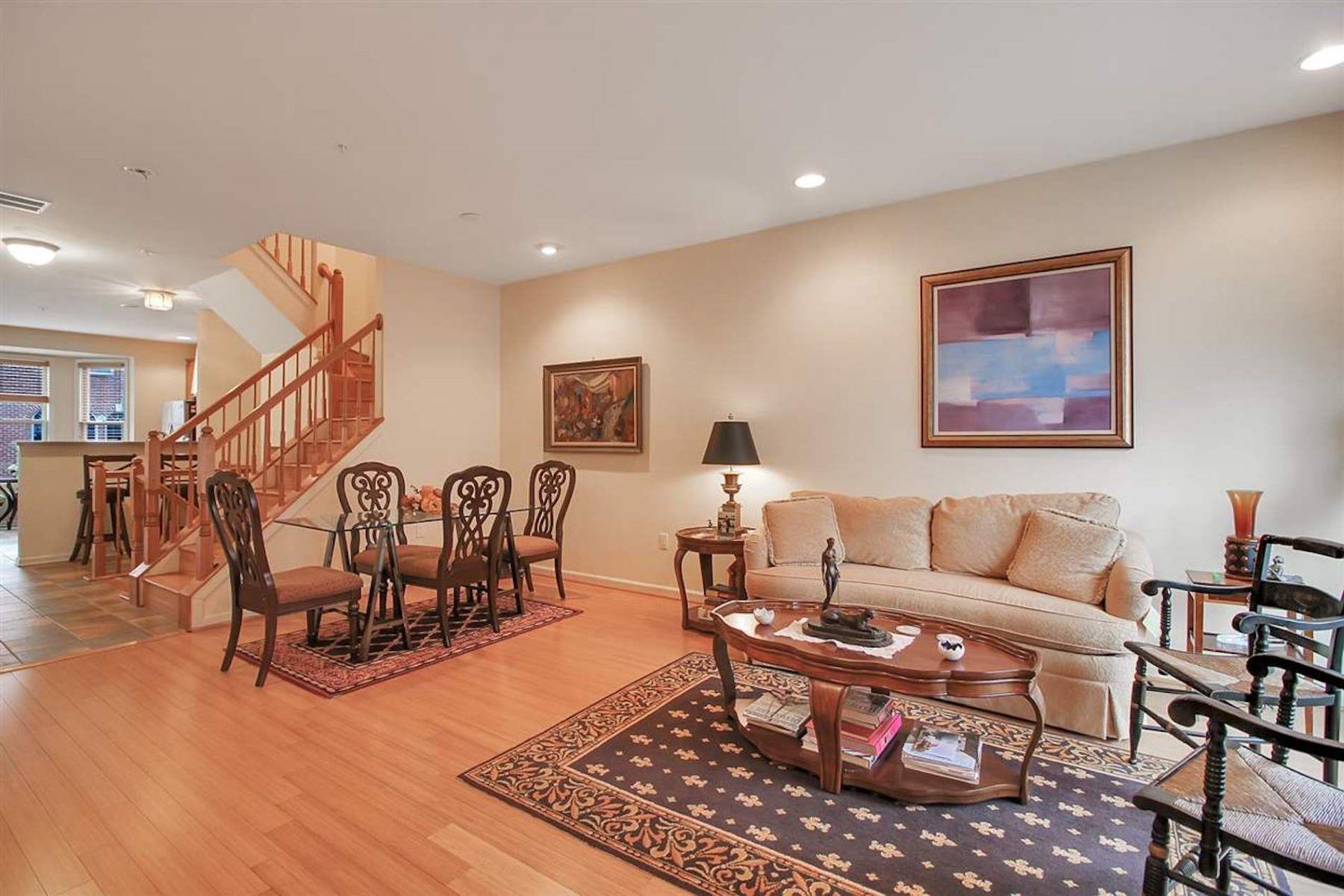 Condominiums pour l Vente à Discover this exclusive 3 bed 2.5 bath, Fanwood model, townhouse 240 Brower Ct, West New York, New Jersey 07093 États-Unis