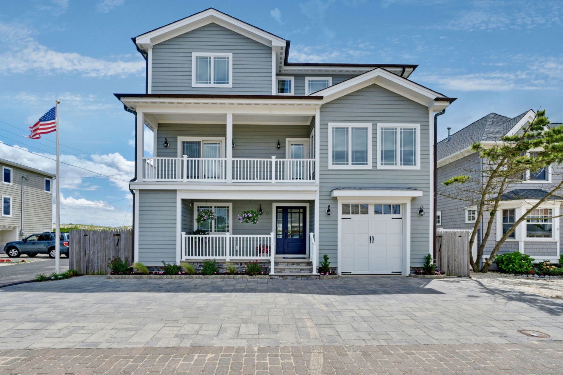 Single Family Homes للـ Sale في Beautiful Custom Built Home With Ocean Views 12 Bel Air Road, Mantoloking, New Jersey 08738 United States