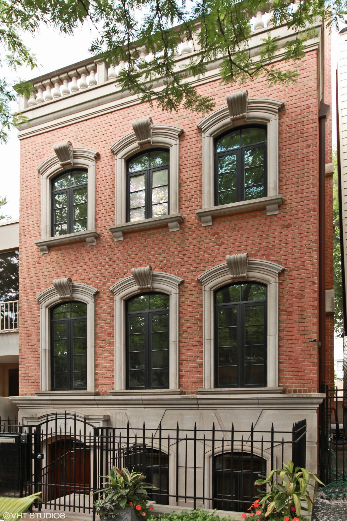Single Family Home for Sale at Elegant Custom-Built Lincoln Park Home 1744 N Cleveland Avenue Chicago, Illinois 60614 United States