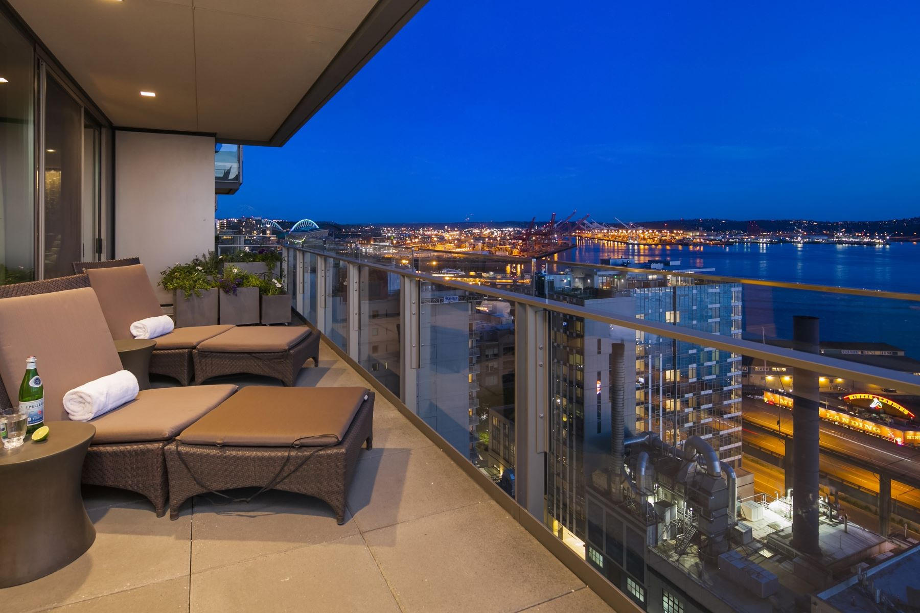 Additional photo for property listing at Four Seasons Private Residences #1202 99 Union St #1202 Seattle, Washington 98101 United States