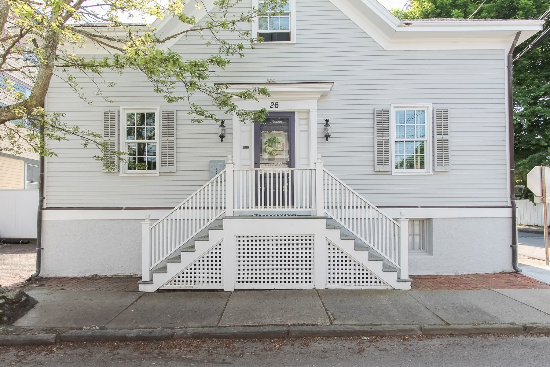 Single Family Homes 为 销售 在 American Gothic on The Point 26 Third Street 纽波特, 罗得岛 02840 美国
