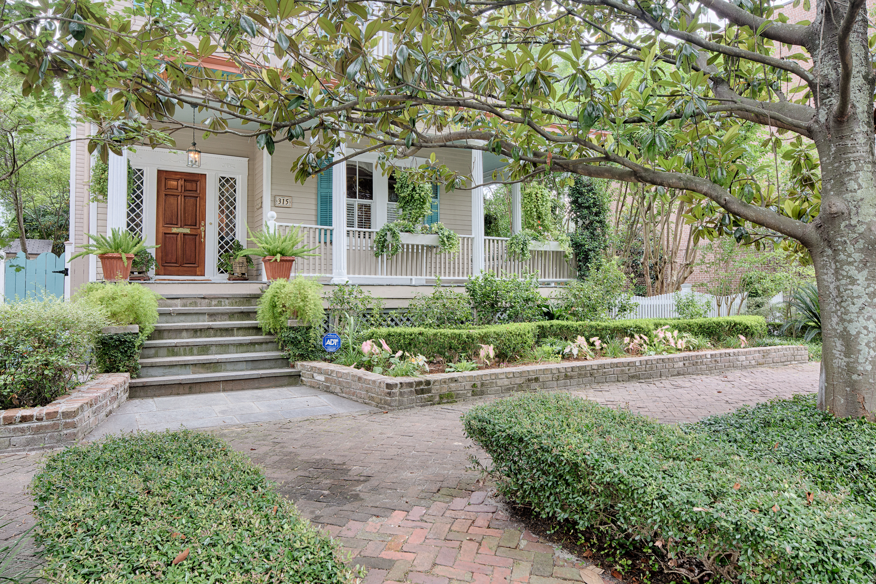واحد منزل الأسرة للـ Sale في 315 East Huntingdon Street Historic District, Savannah, Georgia, 31401 United States