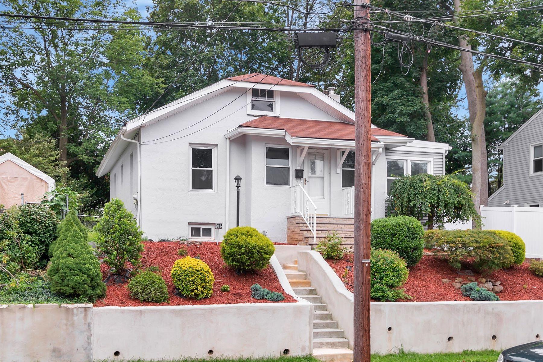 Частный односемейный дом для того Продажа на Renovated River Edge Ranch! 916 Poplar Avenue River Edge, Нью-Джерси 07661 Соединенные Штаты