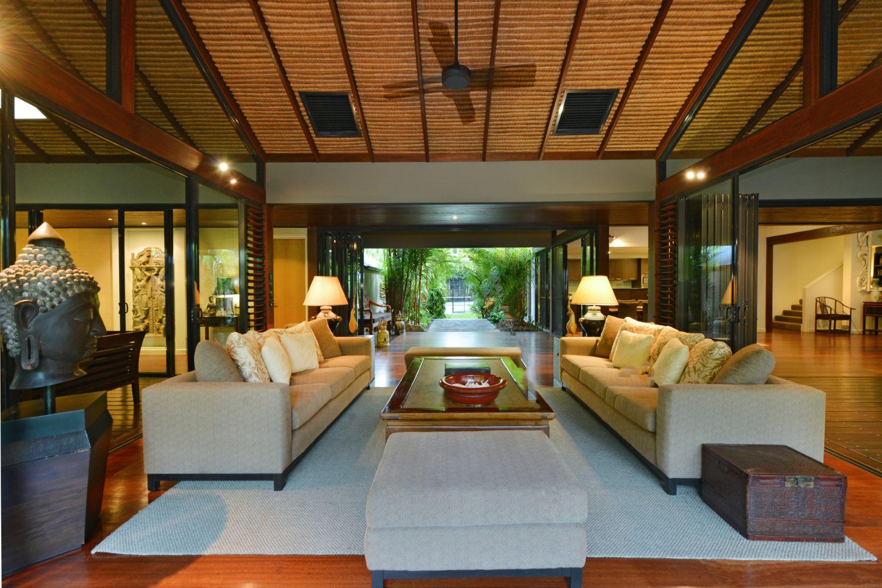 Single Family Homes por un Venta en Plantation - Bali House - Meryula Beach Front Mirage Drive Port Douglas, Queensland 4877 Australia