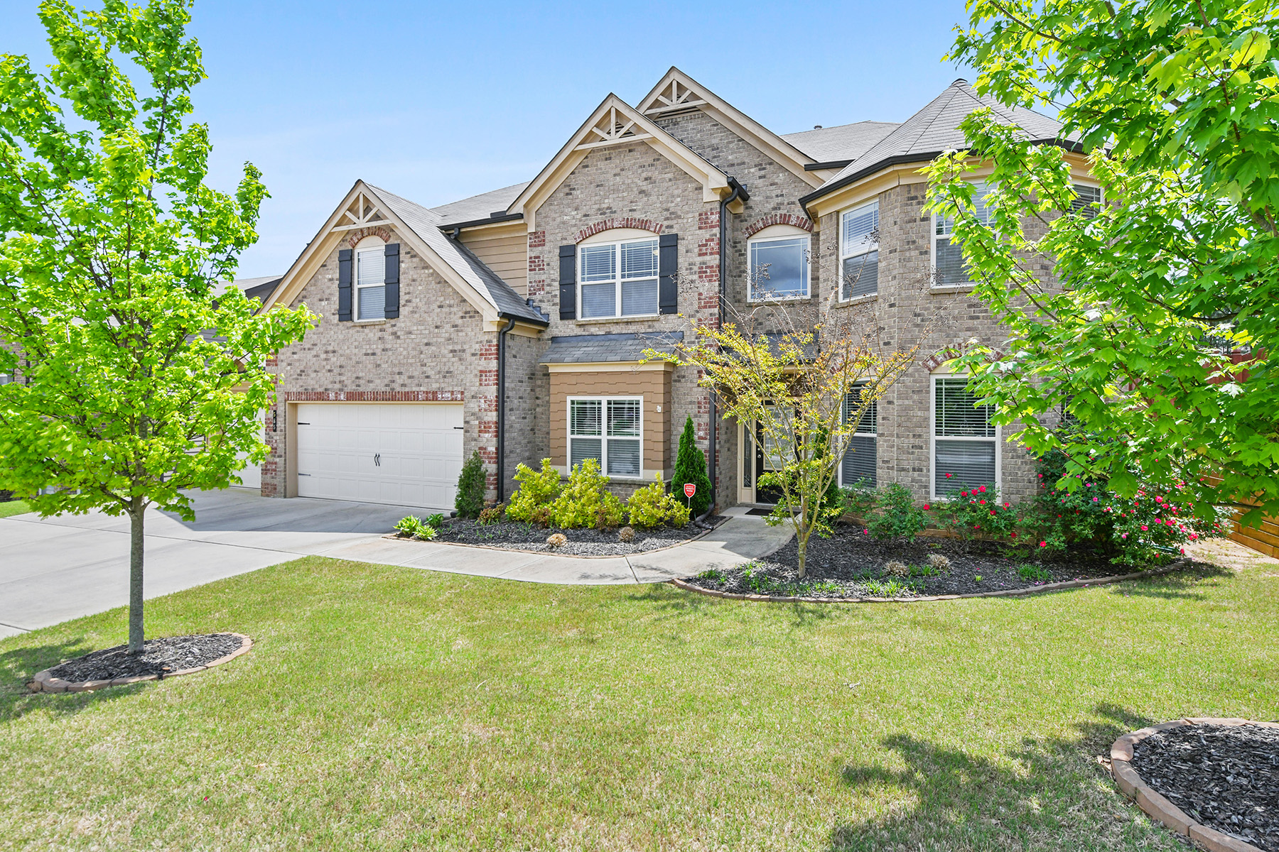 Single Family Homes for Sale at Georgeous Ivey Chase Home 585 Cape Ivey Drive Dacula, Georgia 30019 United States