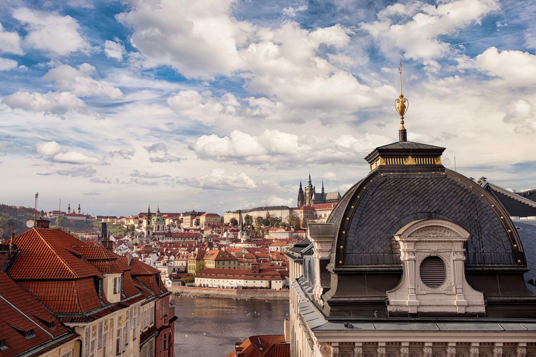 дуплекс для того Продажа на An attractive duplex with terraces and views of Prague Castle Platnerska 87/7 Prague, Прага, 11000 Чешская Республика