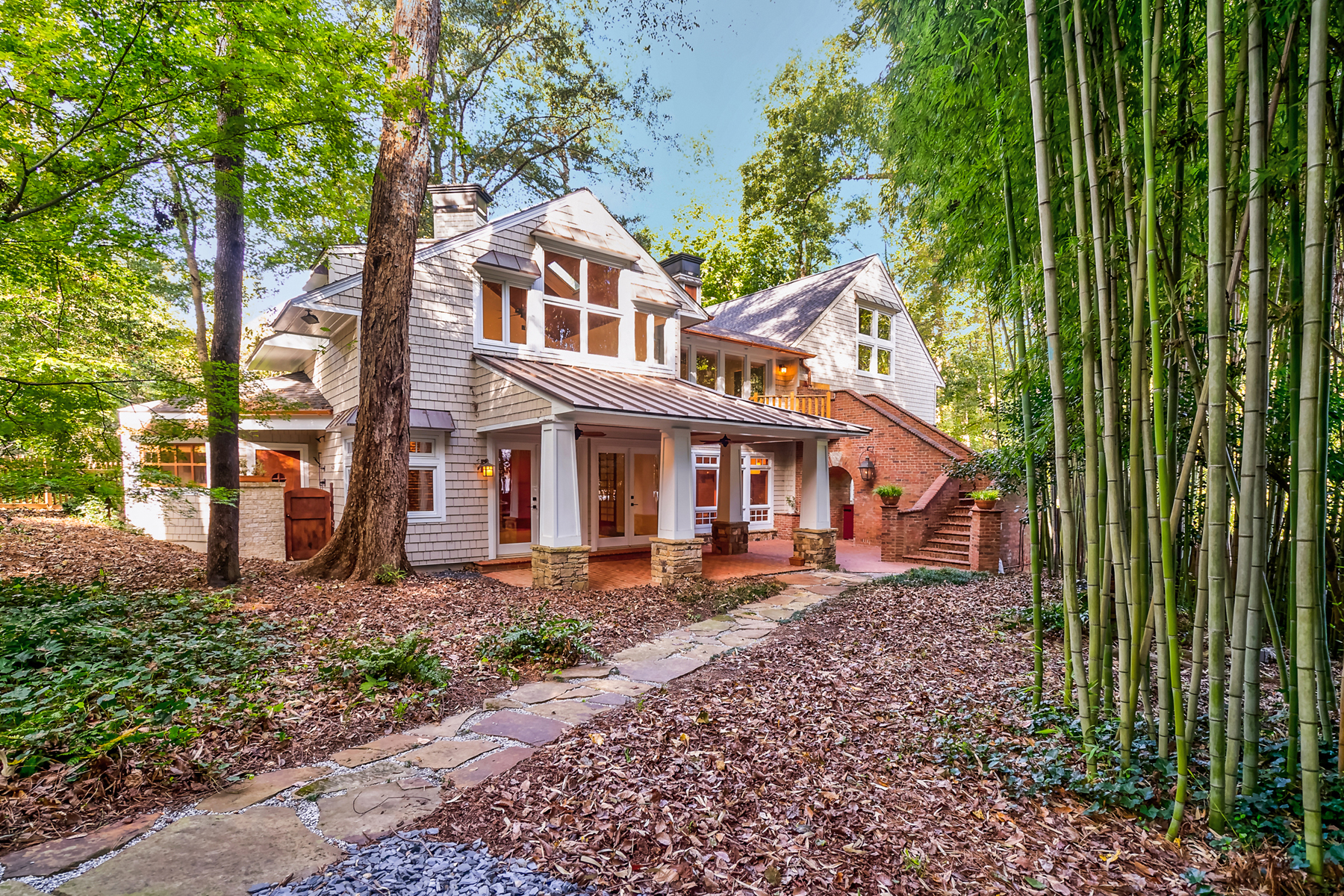 One Of A Kind, Totally Remodeled Home On A Private 1.01+/- Acre Lot 1867 Windemere Drive NE Atlanta, Georgia 30324 États-Unis