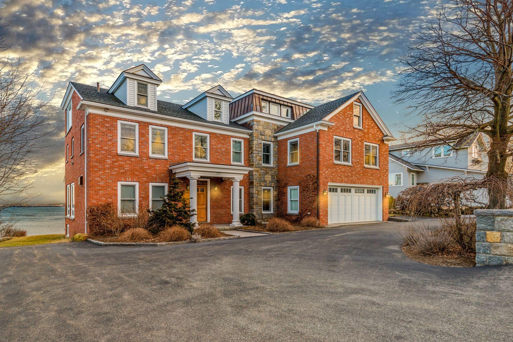 Single Family Homes 为 销售 在 121 Granite Street 罗克波特, 马萨诸塞州 01966 美国