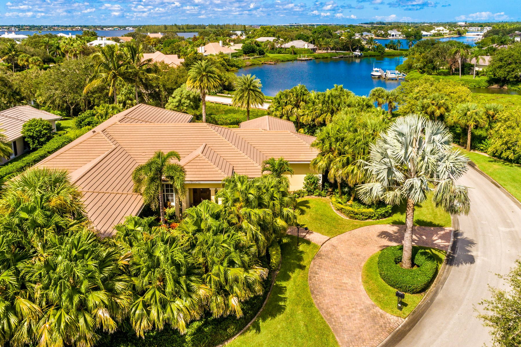 獨棟家庭住宅 為 出售 在 Extraordinary Riverfront Masterpiece 745 Lagoon Road Vero Beach, 佛羅里達州 32963 美國