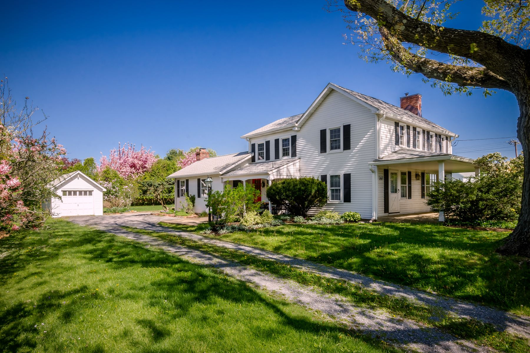 Single Family Homes for Sale at In East Windsor, Where Homey Meets History 790 Old York Road East Windsor, New Jersey 08520 United States