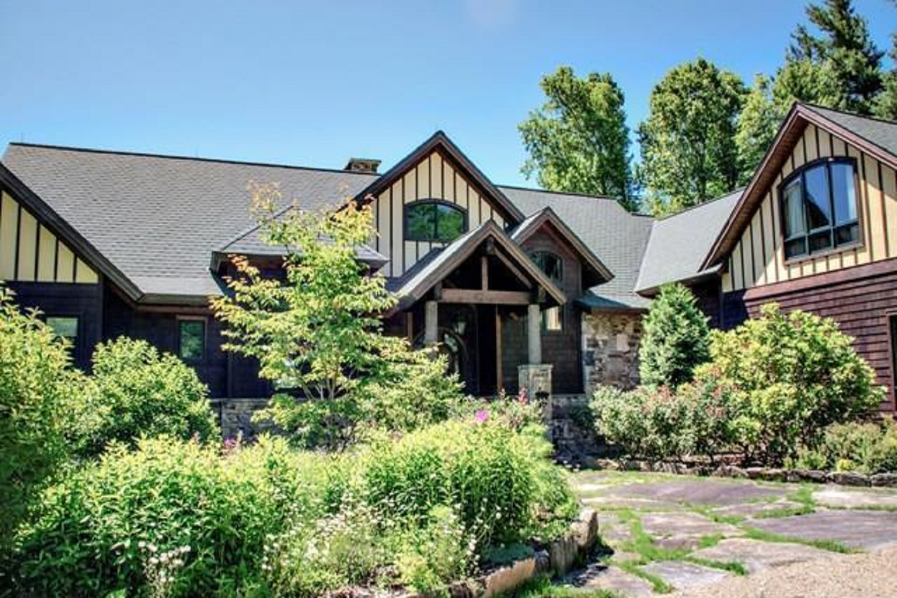 Single Family Home for Active at 151 Jocassee Trail Sapphire, North Carolina 28774 United States