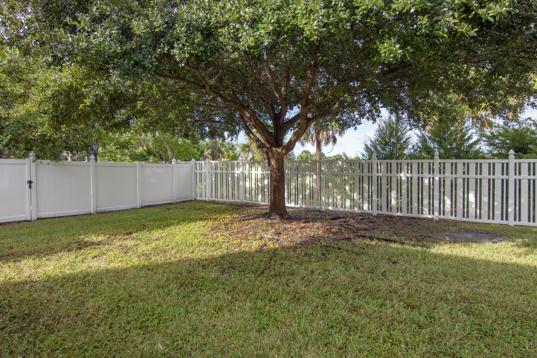 Additional photo for property listing at Fantastic, Spacious Updated Four Bedroom Home Plus Den 185 Stony Point Drive Sebastian, Florida 32958 United States