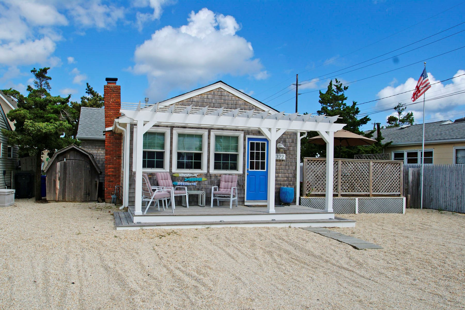 Single Family Homes 为 销售 在 Perfect Beach Home! 322 W Kupper Drive, 洛金, 新泽西州 08738 美国