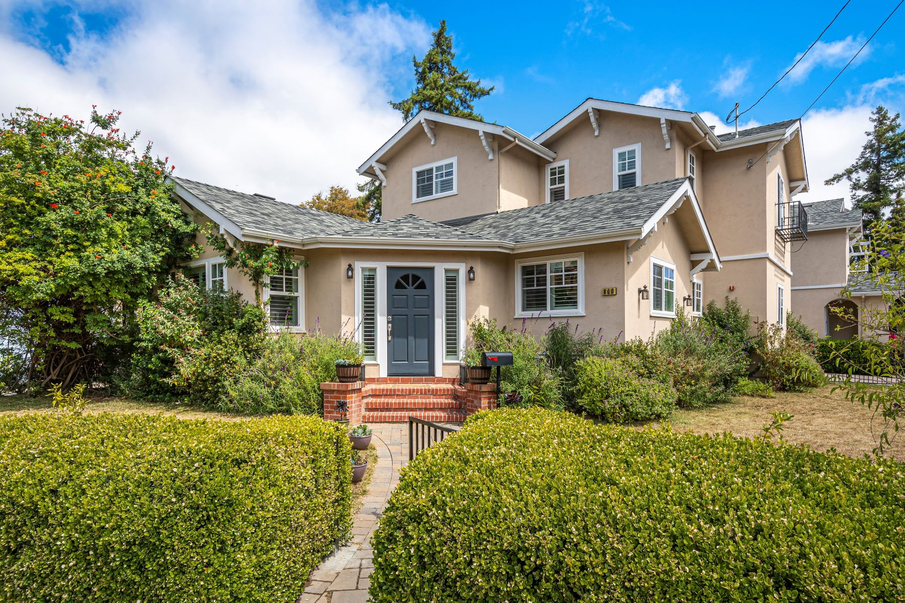 townhouses for Active at Stylish Semi-Detached Home 800 Prospect Row #1 San Mateo, California 94401 United States