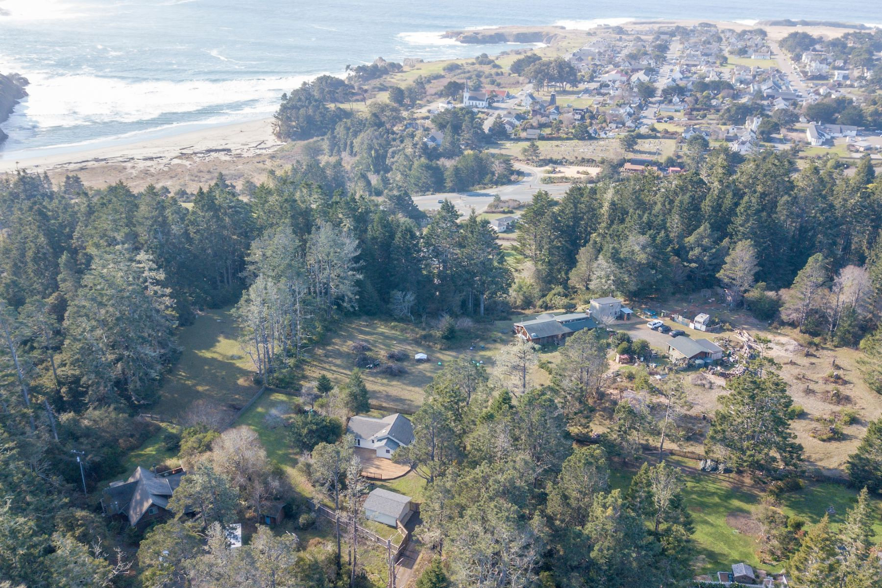 Additional photo for property listing at Coastal Cottage 10392 Hills Road Mendocino, California 95460 United States