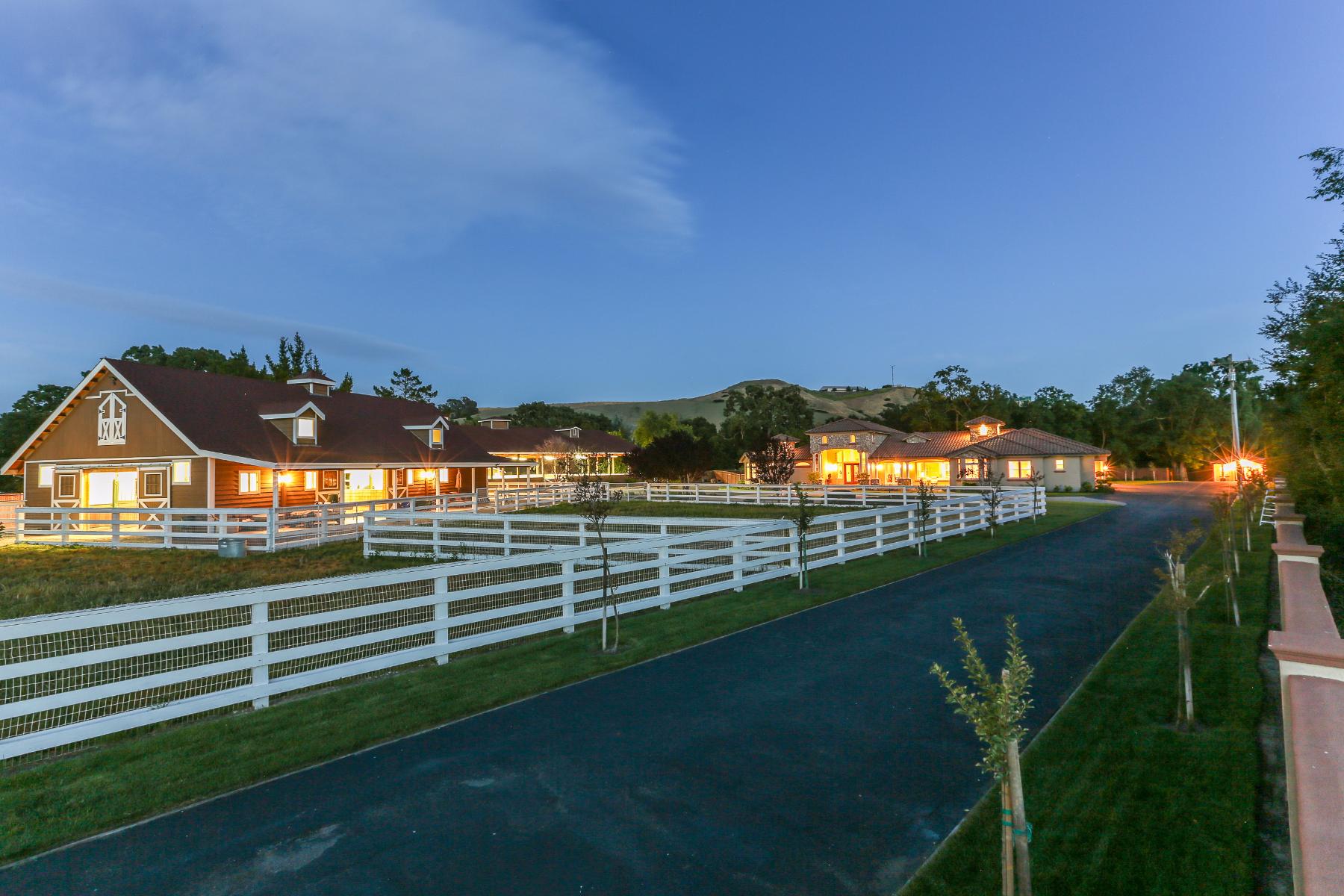 Maison unifamiliale pour l Vente à Villa Bianchi an Impressive Equestrian Estate! 5530 Johnston Rd Danville, Californie 94506 États-Unis