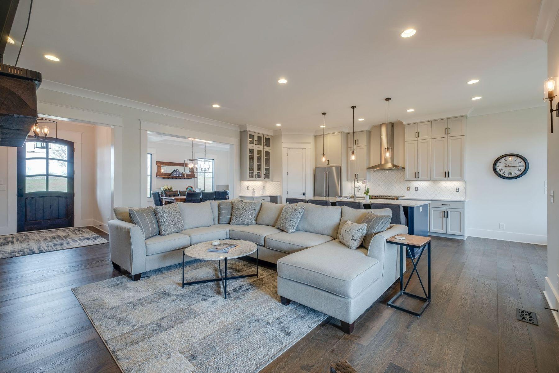 Single Family Homes 용 매매 에 Gorgeous New Construction on 1 Acre Lot 920 York Road, Mount Juliet, 테네시 37122 미국