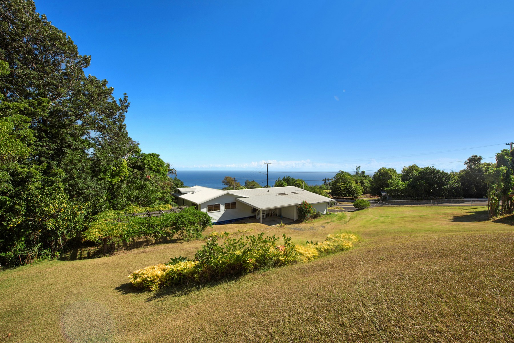 Single Family Home for Sale at Decambra Condominium Project 44-2224 Kalaniai Rd Honokaa, Hawaii 96727 United States