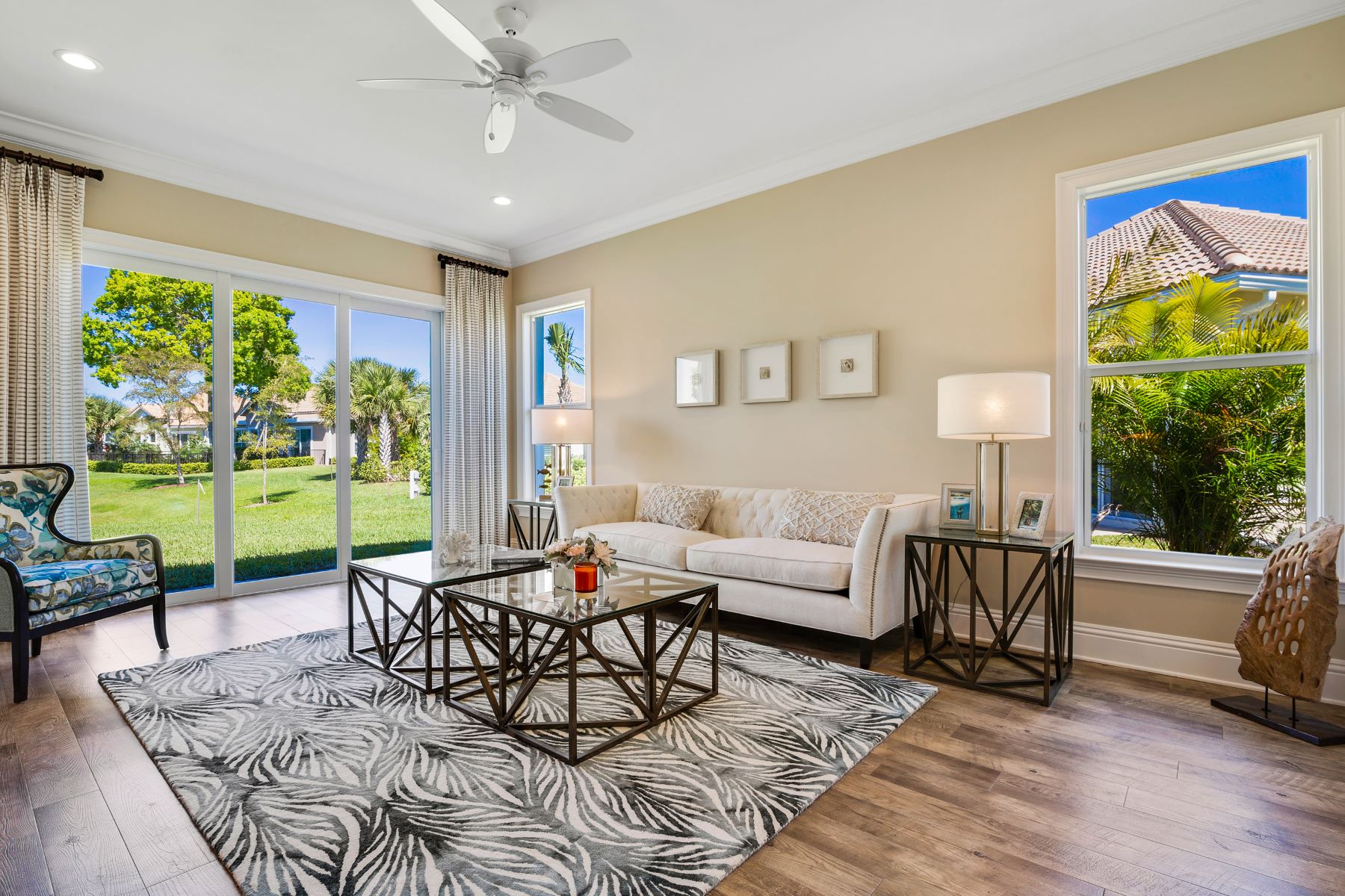 Additional photo for property listing at New Lakefront Courtyard Home 2146 Falls Circle Vero Beach, Florida 32967 United States