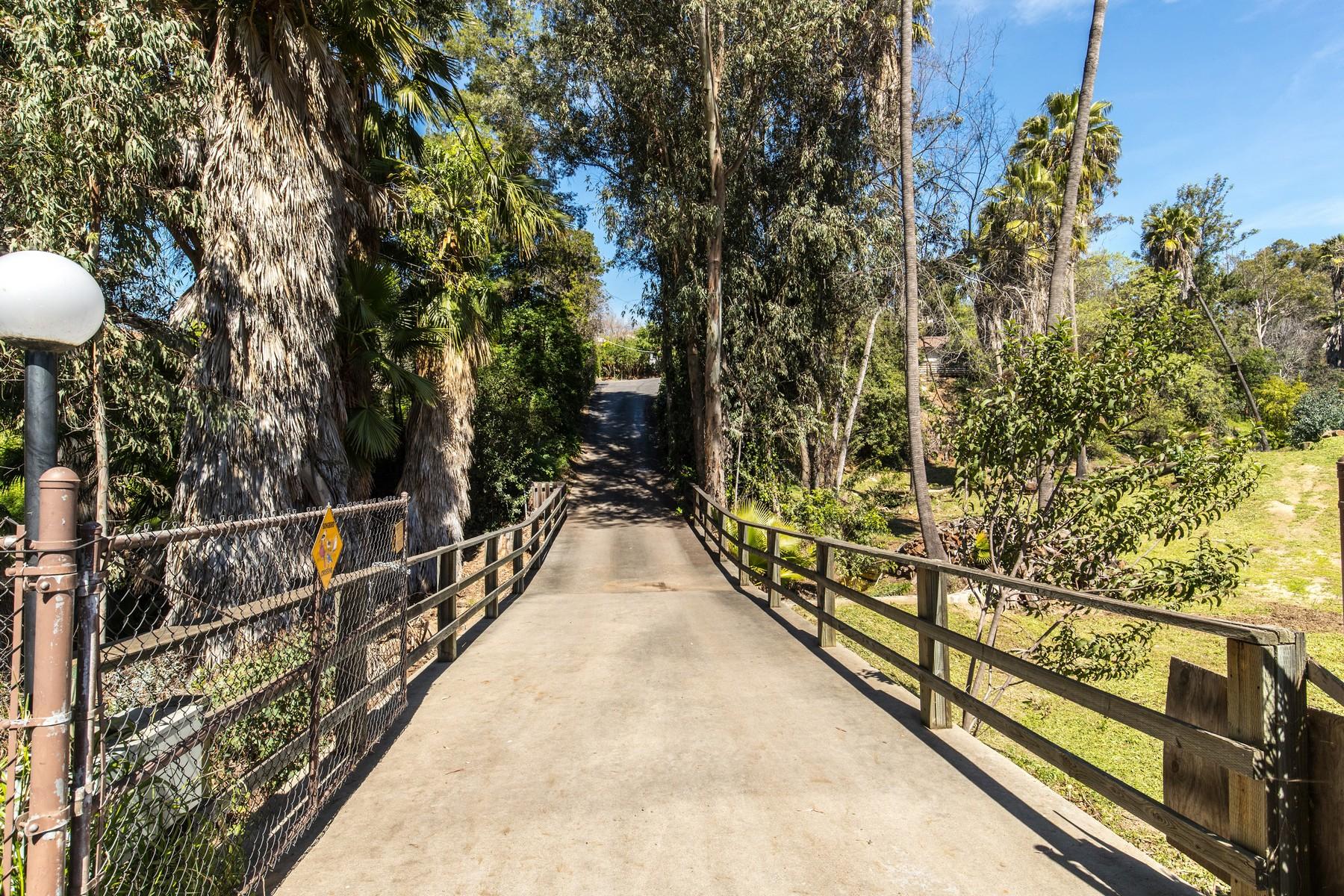 Maison unifamiliale pour l Vente à 9316 Tropico Drive La Mesa, Californie, 91941 États-Unis