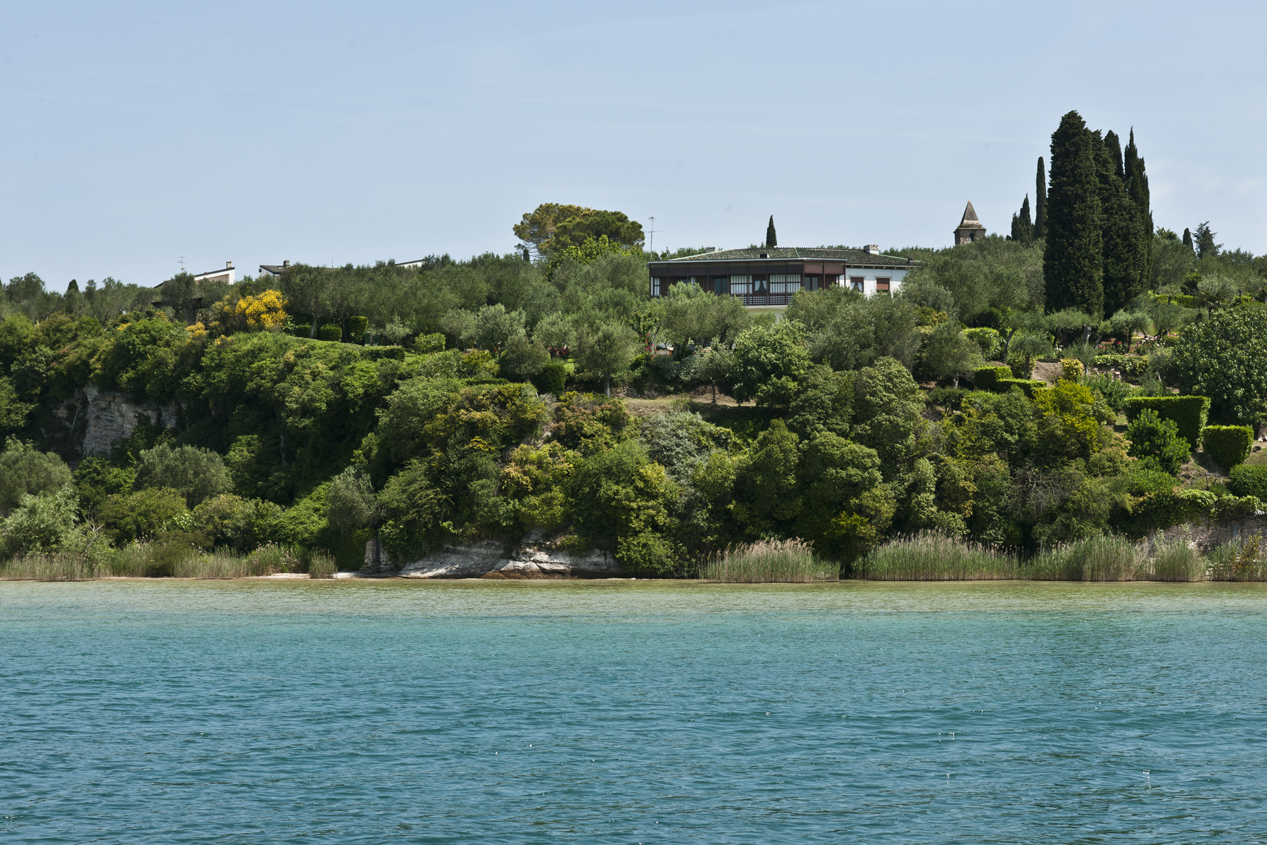 Single Family Home for Sale at Exclusive Villa pieds dans l'eau Via San Pietro in Mavino Sirmione, Brescia 25019 Italy