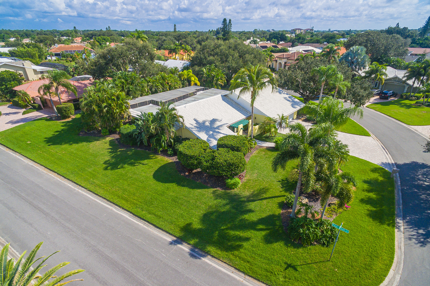 Single Family Homes for Sale at SOUTHBAY YACHT & RACQUET CLUB 250 Keel Way Osprey, Florida 34229 United States