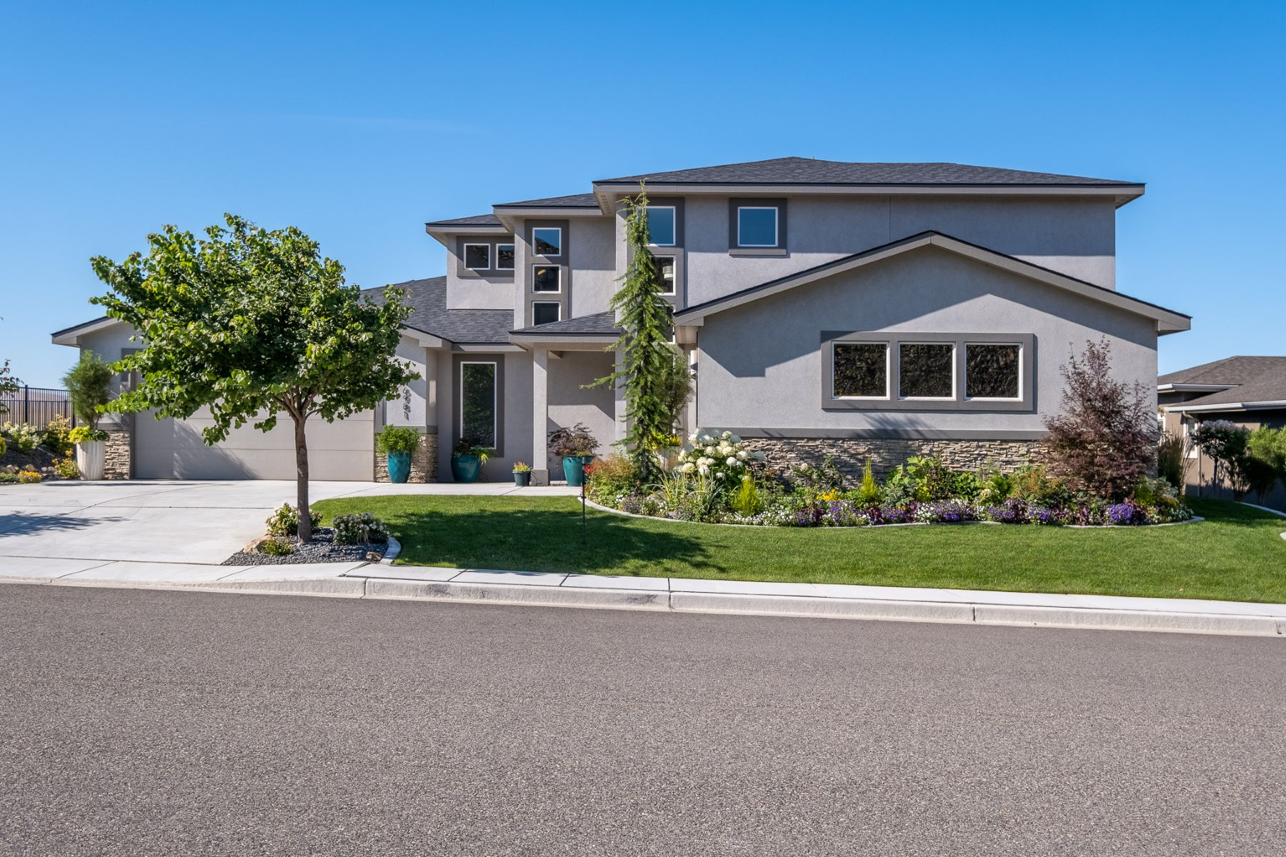 Single Family Homes for Sale at Unparalleled Craftsmanship, Beauty & Views 6981 W 23rd Ct Kennewick, Washington 99338 United States