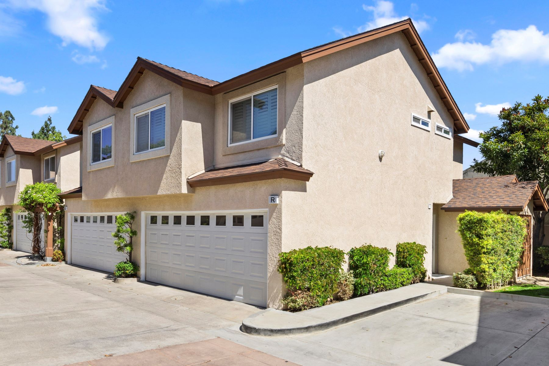 townhouses for Sale at 2233 Fairview Rd Unit R 2233 Fairview Rd, Unit R Costa Mesa, California 92627 United States
