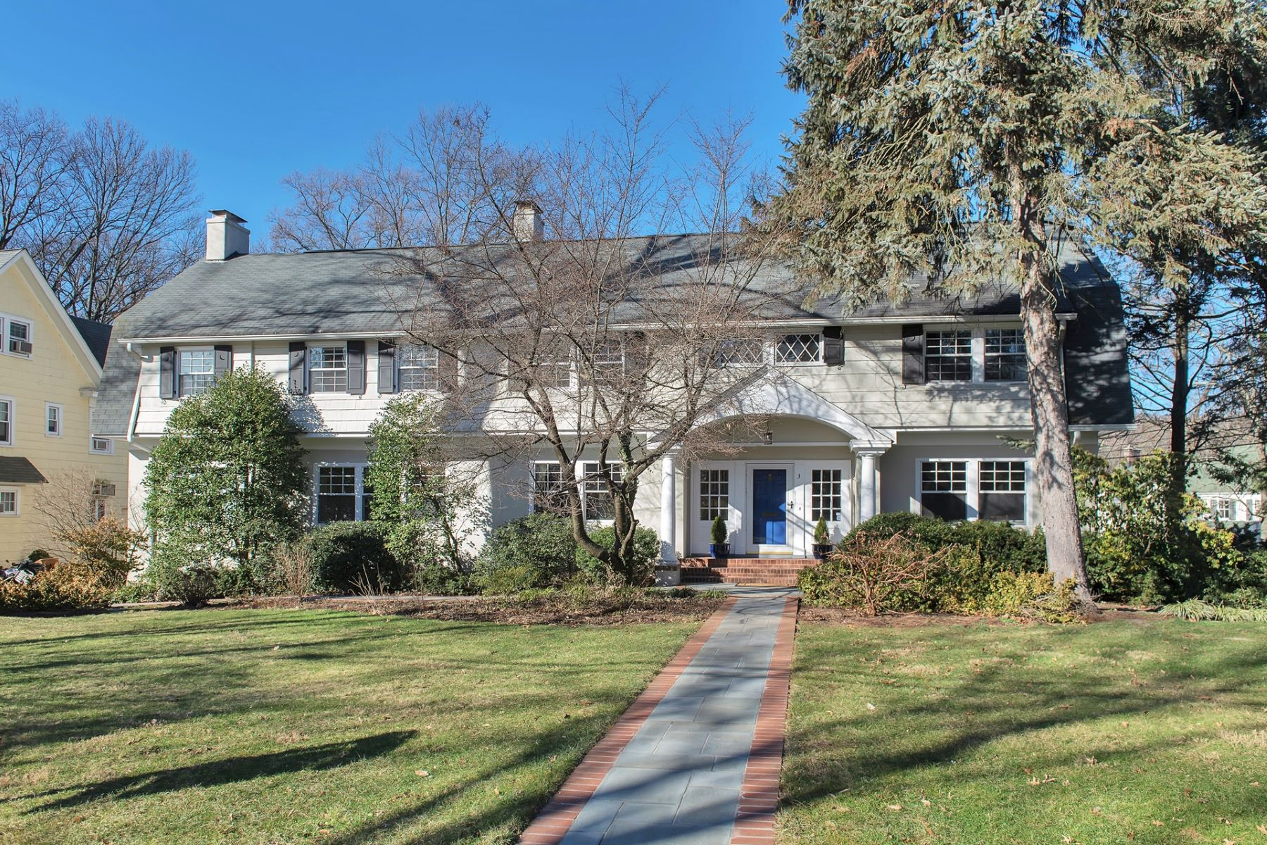 Additional photo for property listing at Classic Center Hall Colonial 3 Woodland Road, Maplewood, New Jersey 07040 États-Unis