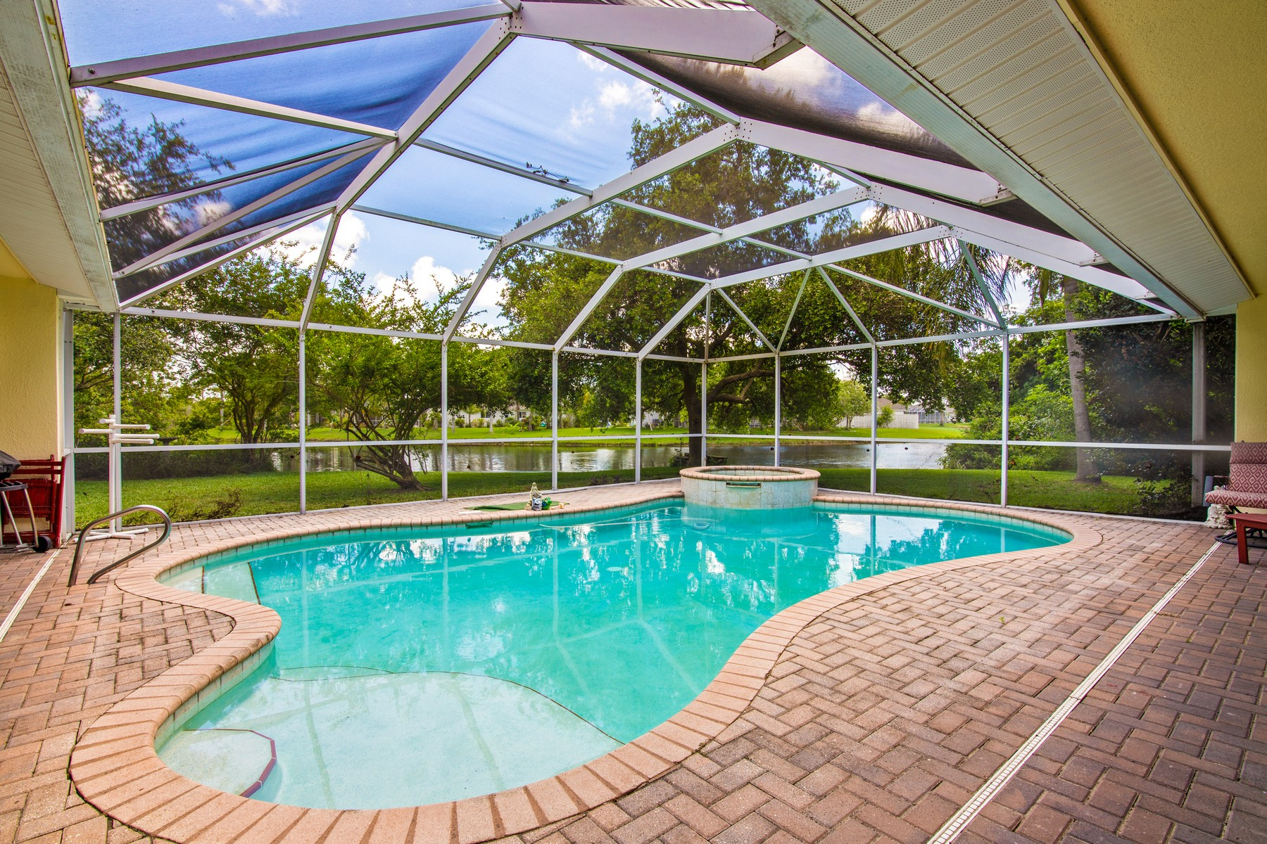 Additional photo for property listing at Charming Lake Front Home Brimming with Personality 1643 Quinn Drive Rockledge, Florida 32955 United States