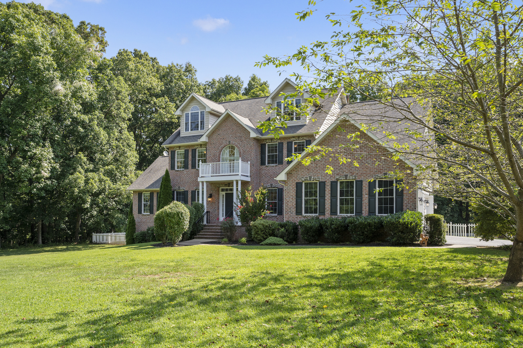 Single Family Homes por un Venta en This Home is Designed for Living as well as Entertaining 5620 Mount Gilead Road Reisterstown, Maryland 21136 Estados Unidos
