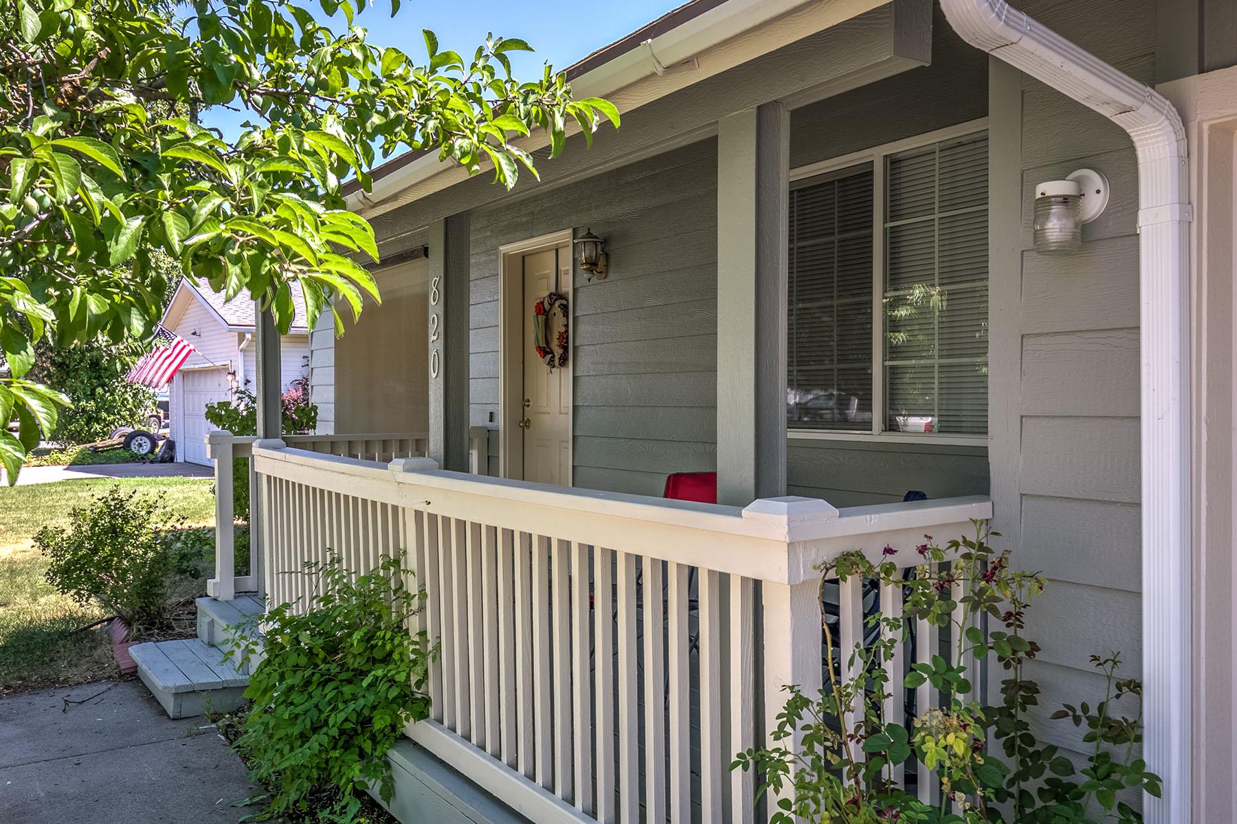 Maison unifamiliale pour l Vente à Adorable Home Near Shopping! 820 N Terran Ct Post Falls, Idaho, 83854 États-Unis