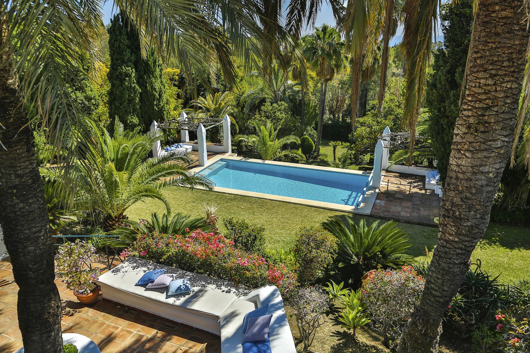 Single Family Homes voor Verkoop op Delightful Mediterranean Villa Surrounded by an Extensive Epectacular Garden Marbella, Andalusië Spanje