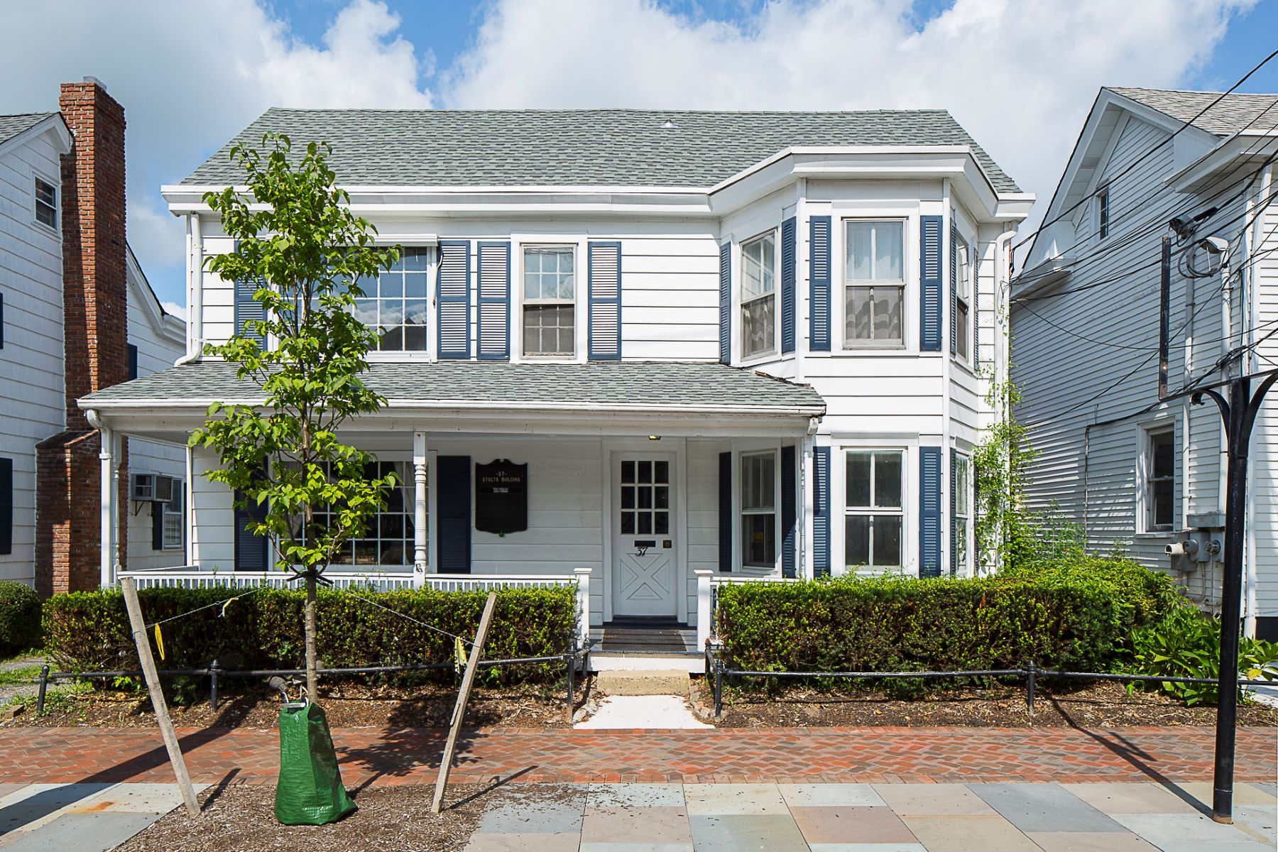 Single Family Homes 용 매매 에 Traditional Charm Meets Mixed Use Flexibility 37 North Main Street, Cranbury, 뉴저지 08512 미국
