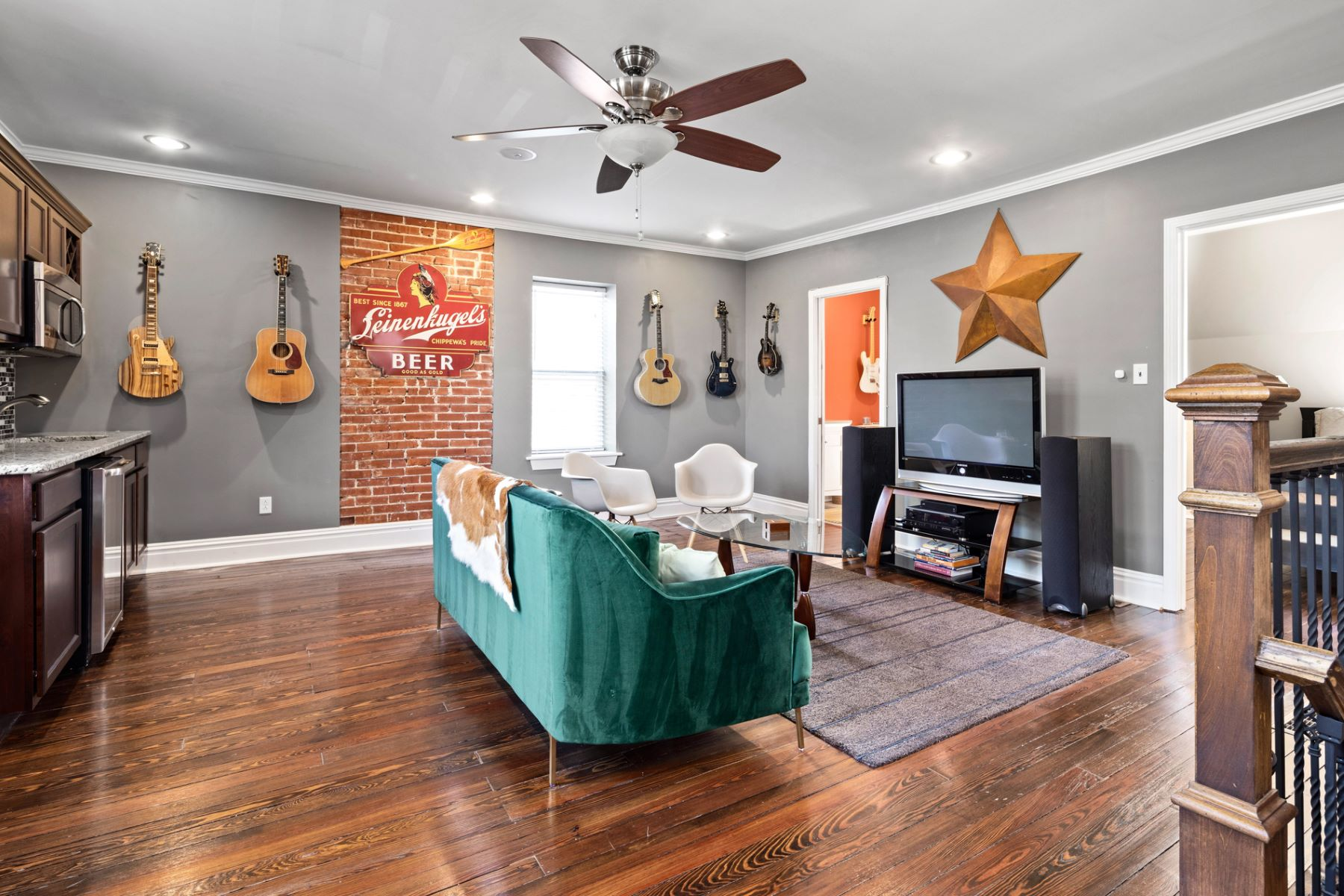 Additional photo for property listing at West Pine Blvd 4161 West Pine Blvd St. Louis, Missouri 63108 United States