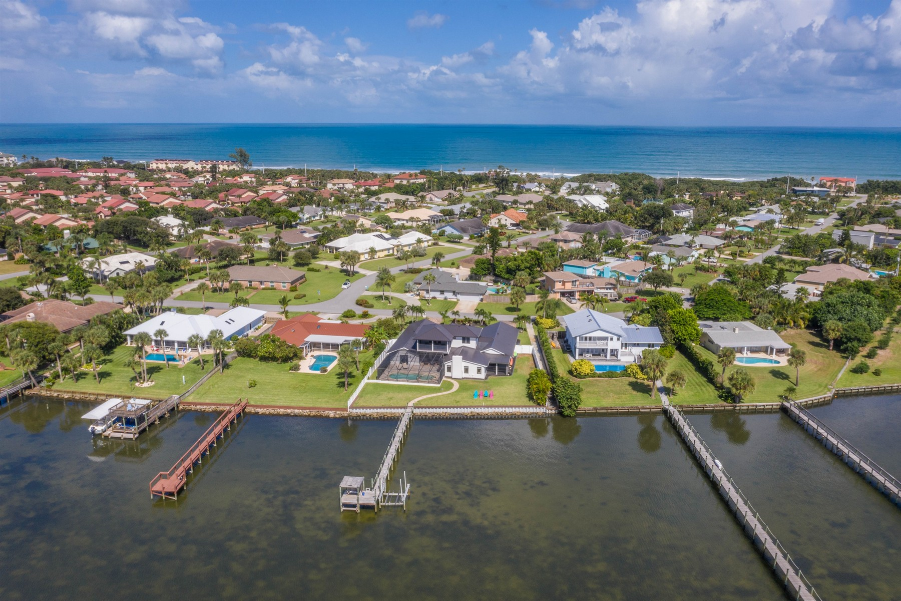 Additional photo for property listing at Wonderful Riverfront Pool Home in Quiet Neighborhood 235 Sea Crest Drive Melbourne Beach, 佛羅里達州 32951 美國