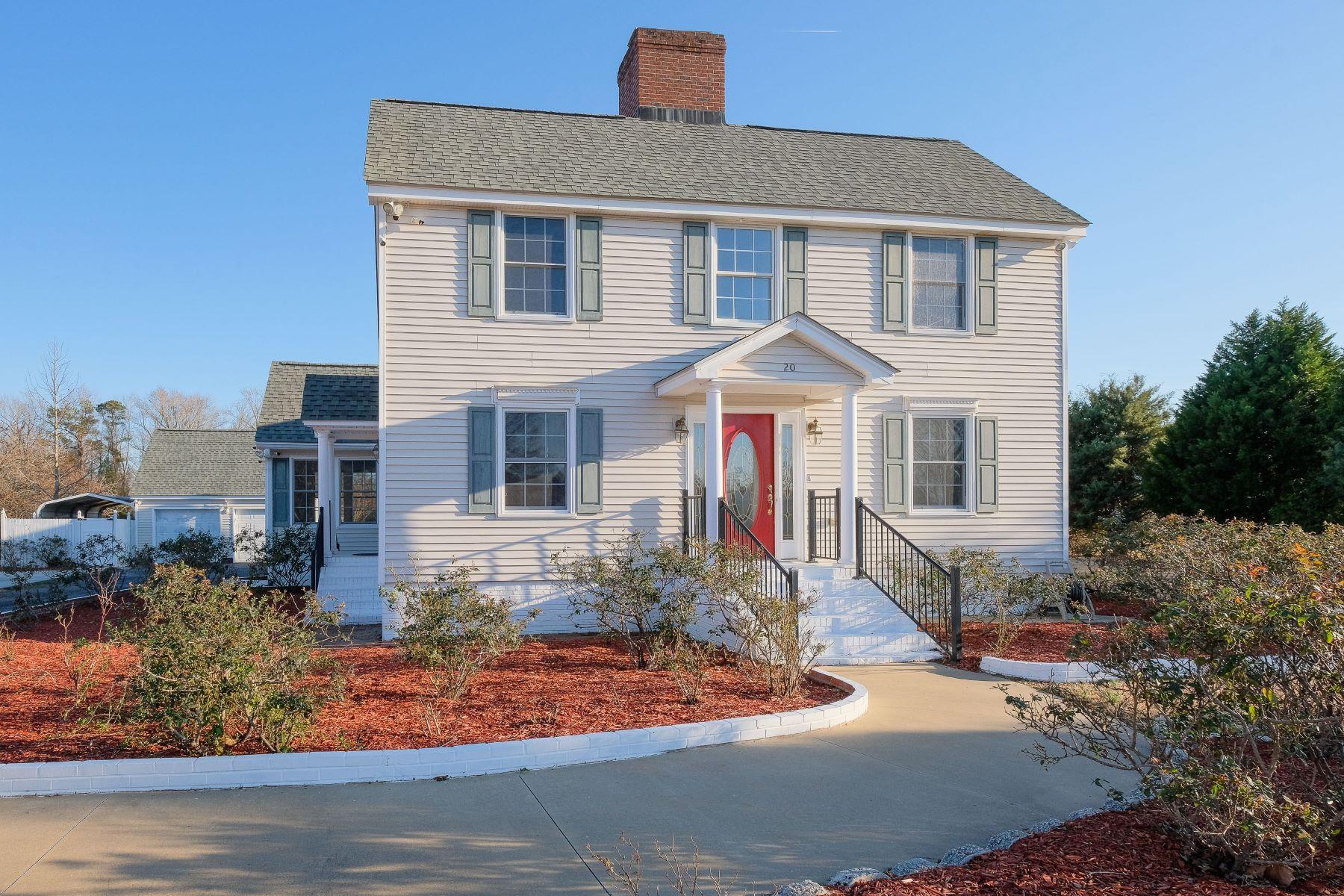 Single Family Homes por un Venta en ATTRACTIVE CAPE COD 20 N River Rd Plymouth, Carolina Del Norte 27932 Estados Unidos
