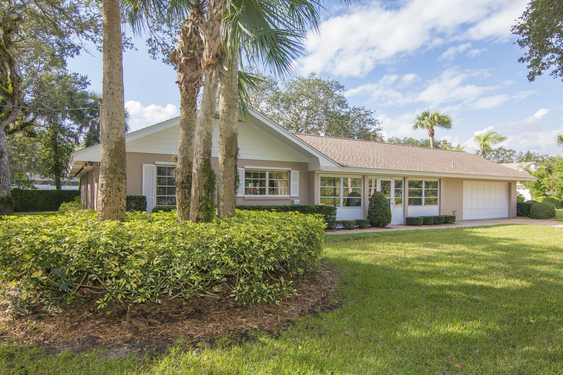Single Family Home for Sale at Central Beach Charmer! 386 Greytwig Road, Vero Beach, Florida, 32963 United States