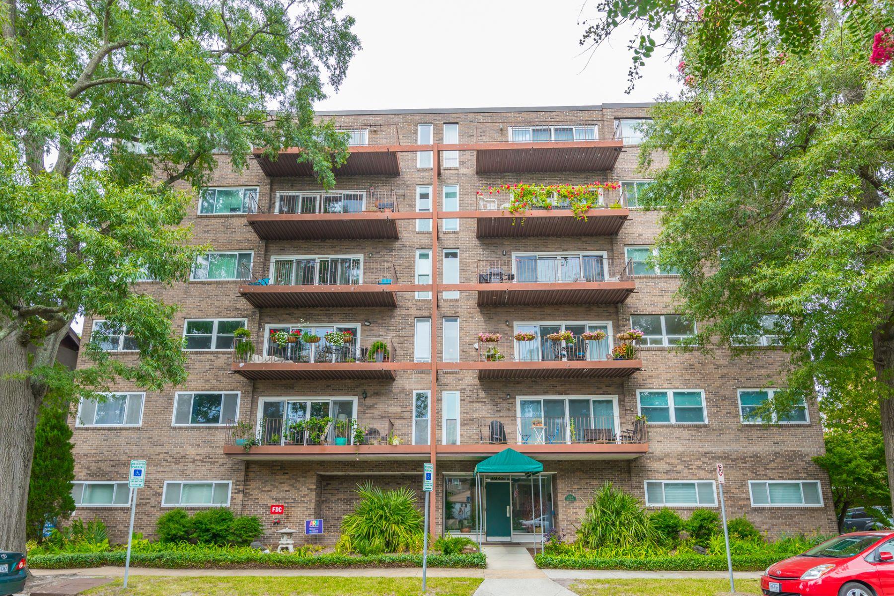 Condominiums for Active at Harrington House 1024 Gates, 6A Norfolk, Virginia 23507 United States